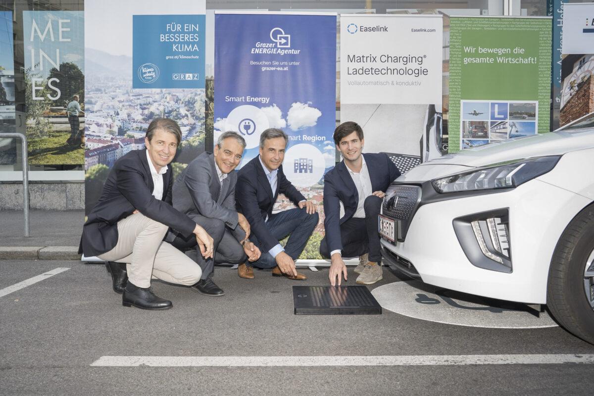 eTaxi Austria Projektpartner: Robert Schmied (Grazer Energieagentur), Boris Papousek (Energie Graz), Siegfried Nagl (Bürgermeister von Graz) and Hermann Stockinger (Easelink), Credits: Stadt Graz/Fischer, 14.09.2021